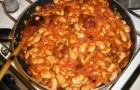Фасоль в соусе из грибов и копченой корейки