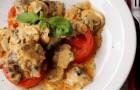 Грибной соус с огурцами и помидорами