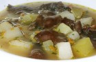 Грибной суп с бутербродами