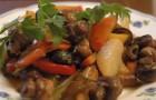 Грибы, тушенные с помидорами
