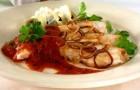 Красный соус с грибами и помидорами