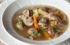 Мясной суп с грибами и морковью
