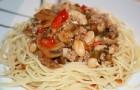Мясо, запеченное с фасолью и грибами