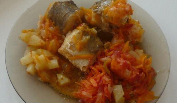 Рыба, тушенная с грибами и картофелем