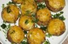 Шампиньоны, фаршированные картофельным пюре