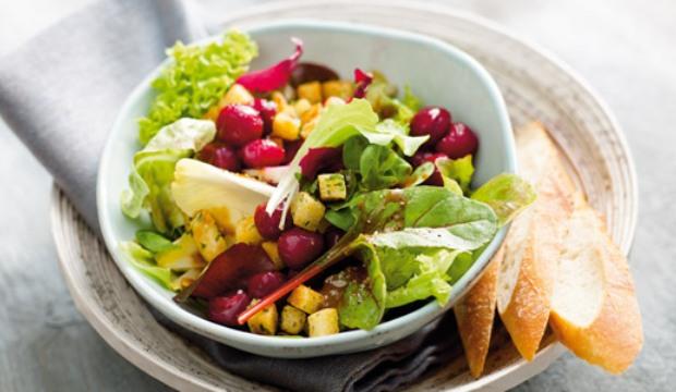 Салат из черешни