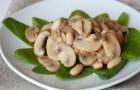 Салат из фасоли и шампиньонов