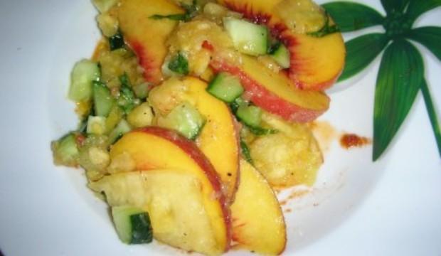 Салат из персиков