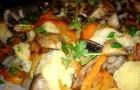 Соленые грибы, тушенные с овощами