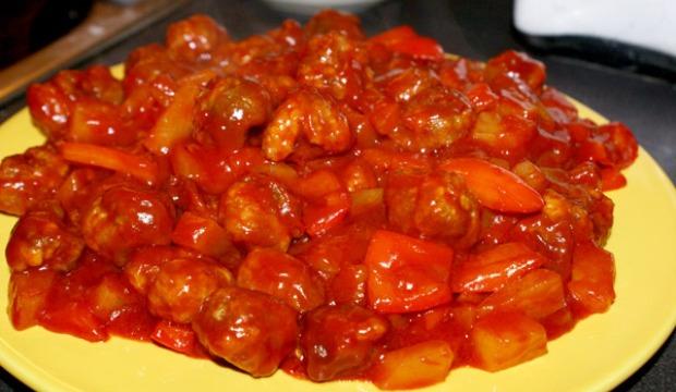 Соус из вешенок со сладким перцем и томатным соком на мясном бульоне