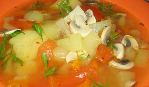 Суп из свежих грибов с желтком