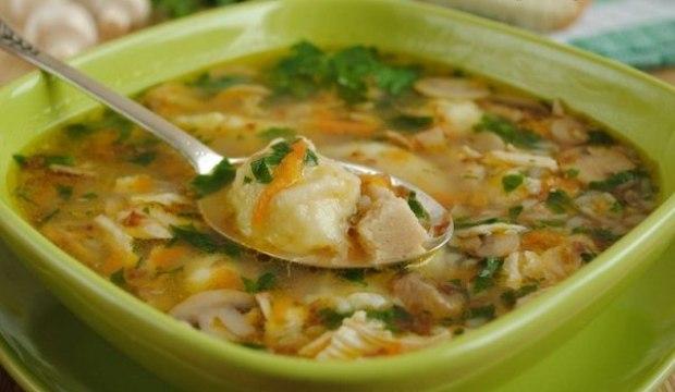 Суп картофельный с грибами и петрушкой