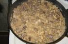 Свинина тушеная с грибами и картофелем