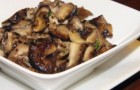 Жареные шляпки свежих грибов