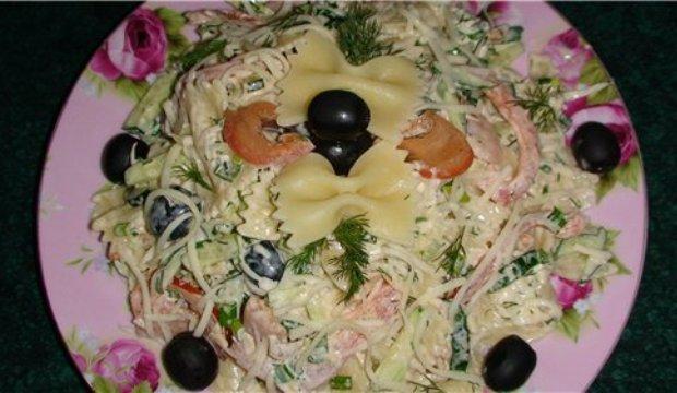Грибной салат с овощами и макаронами