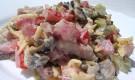 Грибной салат с ветчиной и маринованными фруктами