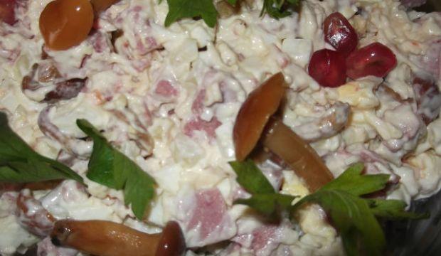 Грибной салат с ветчиной и сыром