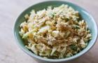 Салат грибной с сыром, яблоками и зеленью