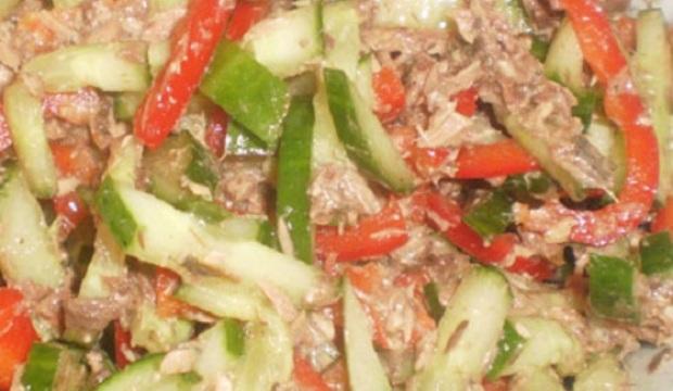 Салат из белых грибов с черным и красным перцем