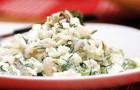 Салат из маринованных грибов и риса