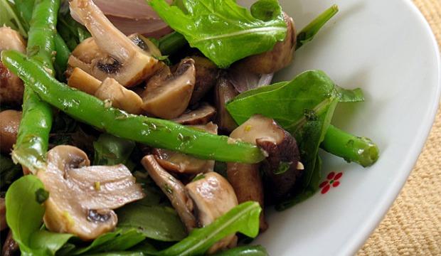 Салат из шампиньонов и спаржи