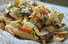 Салат с грибами и луком по-русски