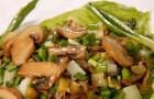 Салат с грибами и зеленым салатом