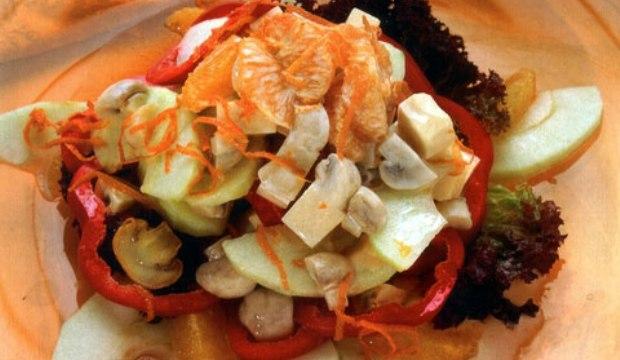Салат с грибами, сыром, яблоками и перцем