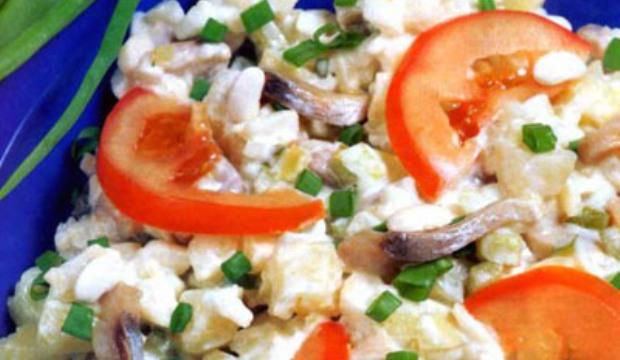 Салат с маринованными грибами и творогом