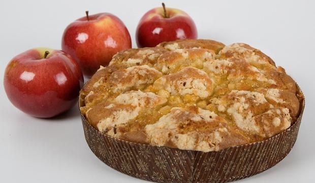 Шарлотка из яблок с черным хлебом