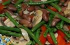 Горячий салат из фасоли в пароварке