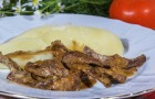 Говядина в чесночном соусе в скороварке
