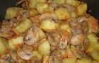 Картофель, тушенный с грибами в аэрогриле