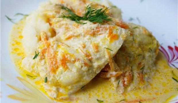 Рыба, тушенная в сметанном соусе в аэрогриле