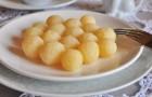 Сладкие яичные клецки в пароварке