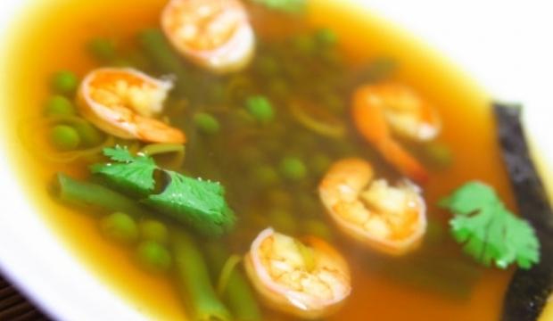 Суп из креветок с зеленым горошком в скороварке