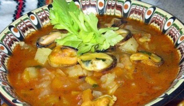 Суп из мидий с зеленым горошком и рисом в скороварке