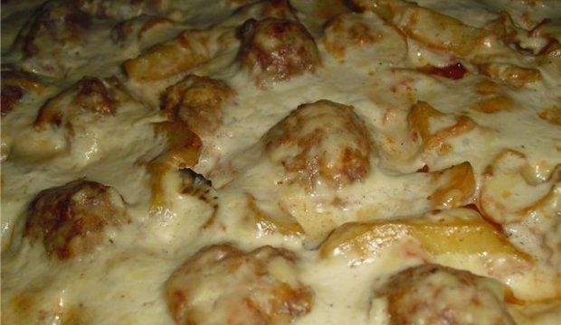 Тефтели с картошкой в сливочном соусе в духовке рецепт