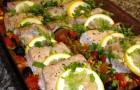Тунец с овощами и чесноком в аэрогриле