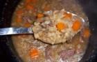 Ячменный суп с чесноком в скороварке