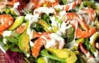 Салат с авокадо и соусом из натурального йогурта