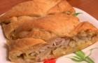 Слоеный пирог с мясом, сыром и натуральным йогуртом