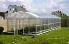 Близость теплицы к огороду, электричеству и воде
