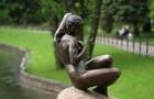 Классические фигуры и статуи в саду