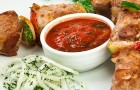 Шашлык из печени с томатным соусом