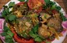 Баклажаны, тушеные с картофелем и томатами
