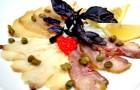 Балык осетра со спаржей и соусом из перепелиных яиц