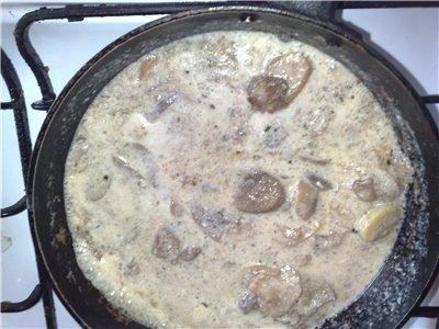 Белый соус с грибами и луком