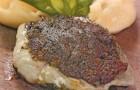 Филе трески в зеленой хлебной пасте с картофельным пюре