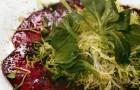 Карпаччо из свеклы с зеленым салатом